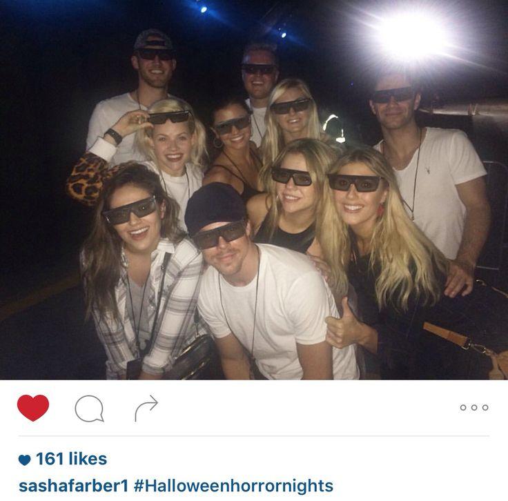 Derek, Bethany, Emma, Sasha, Brittanny, Lindsay, Hayley & Witney at Halloween Horror nights