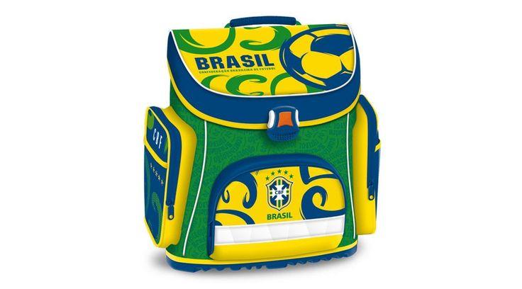 Brasil kompakt Iskolatáska - focis kollekció - KIEMELT AKCIÓS - KÉT ÉV GARANCIÁVAL! Hátizsák formájú ergonómikus iskolatáska sok rekesszel Brazil foci rajongóknak. Rendkívül könnyű súlyú, formatartó szerkezetű. Gerinckímélő, vastagon párnázott, ergonómikus hátkiképzéssel, szellőztető barázdákkal teli, puha, méretre állítható vállpántokkal. Nagyon jó minőségű, vízlepergető anyagból készült, minden oldalán merevítéssel, műanyag aljjal.  Méret: 35x40x22 cm.