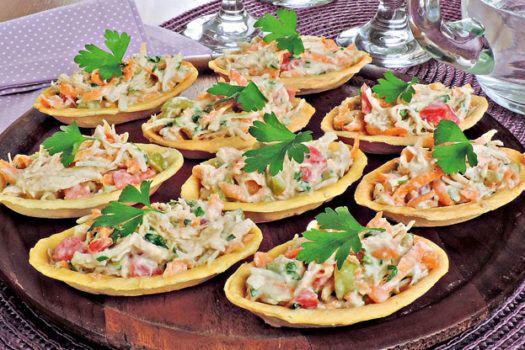 Aprenda esta receita deliciosa e muito fácil e rápida de fazer de barquete de frango, e prepare para uma festinha ou comemoração!