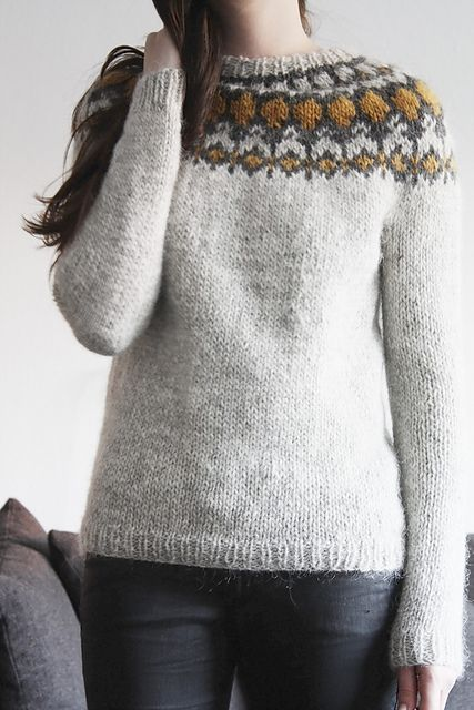 Ravelry: radiolazy's Héla Lovely colour combination...dreaming of doing something in grey and yellow