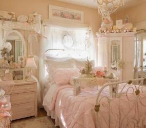 Цветочные мотивы шебби-шик в спальне