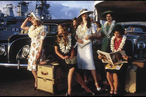Pearl Harbor (2001): Kate Beckinsale as Evelyn Stewart, Jennifer Garner as nurse Sandra, Catherine Kellner as nurse Barbara and Jaime King as Betty Bayer