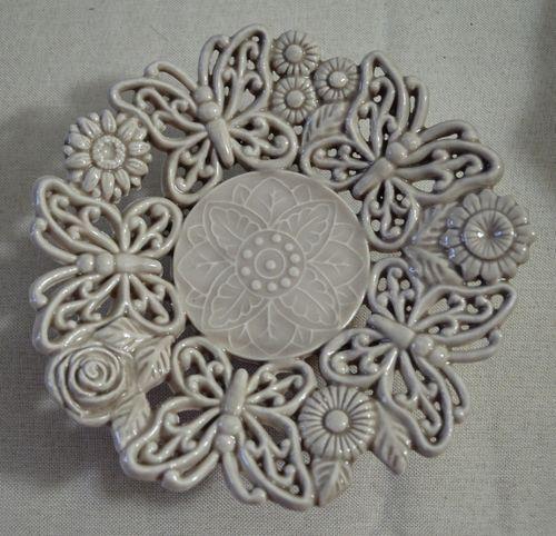 http://www.anynameedizioni.com/epages/99330.sf/it_IT/?ObjectPath=/Shops/99330/Products/0022C ALZATINA MOTIVO FARFALLE