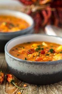 Mildes Curry mit Linsen, Kartoffeln und Blumenkohl. Wenige Zutaten, einfache Zubereitung, kalorienarm, vegan und unglaublich lecker.