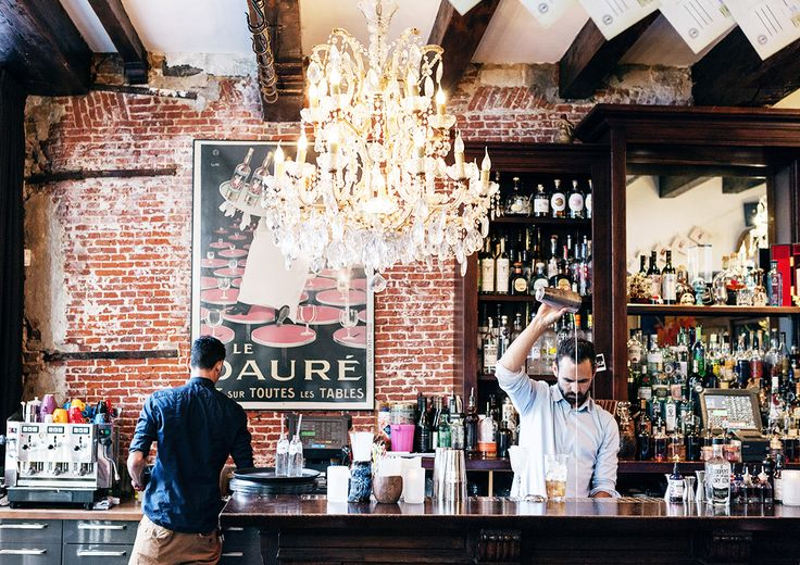 Drink at Tales & Spirits in Amsterdam // classic and masculine bar design with crystal chandelier