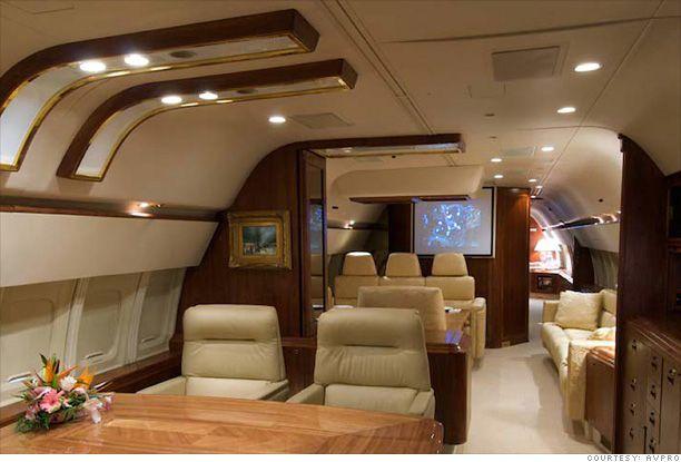 Donald Trump Private Jet Inside Donald Trump 39 S Private Jet Entertainment Center 4