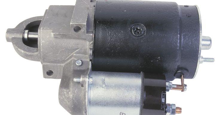 Como instalar o fio da chave de ignição de um trator. O objetivo da chave de ignição é impedir que o sistema elétrico descarregue a bateria quando o trator não estiver em funcionamento. Além disso, a chave controla mecanicamente a quantidade de tensão transmitida para a bobina do motor de arranque, alternando entre dois circuitos. Quando o trator é ligado, o motor de partida requer a tensão total da ...