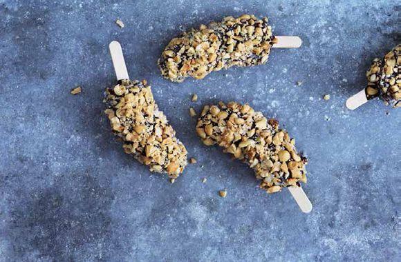 Sunde bananis med chokolade og peanuts