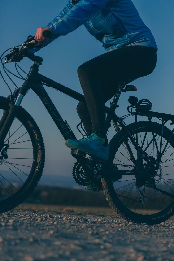 Ogni buon ciclista conosce l'importanza di avere una buona giacca antivento per le sue uscite quotidiane. Per aiutarti nello sceglierla i nostri migliori esperti hanno effettuato un test per valutare le migliori giacche antivento, e offrono ora nel nostro sito un'attenta recensione del prodotto, che ti aiuterà a scegliere quella più adatta a te.