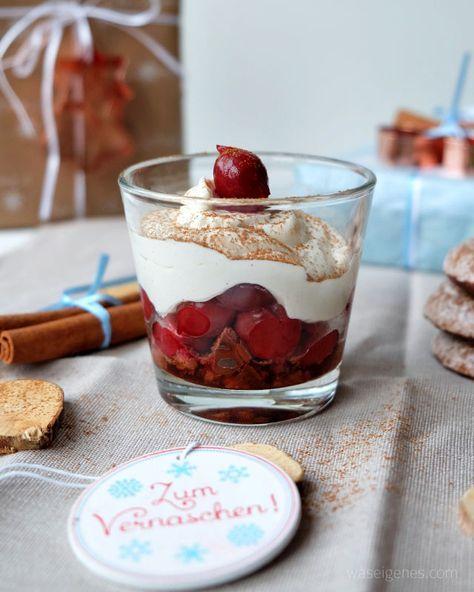 Glas Schattenmorellen (gut abgetropft) 50 g Lebkuchen (Contessa von Bahlsen*) 200 g Mascarpone 500 g Magerquark 100 g Zucker 1 Prise Zimt 1 Prise Lebkuchengewürz, wer mag  1) Den Lebkuchen klein schneiden oder in einen Gefrierbeutel legen und mit dem Nudelholz zerkleinern.  2) Mascarpone, Quark, Zucker, Zimt und Lebkuchengewürz mit dem Mixer kurz, aber gut verrühren.  3) Die Lebkuchenbrösel auf die Schälchen verteilen, darauf die Kirschen legen und auf die Kirschen die Creme verteilen.