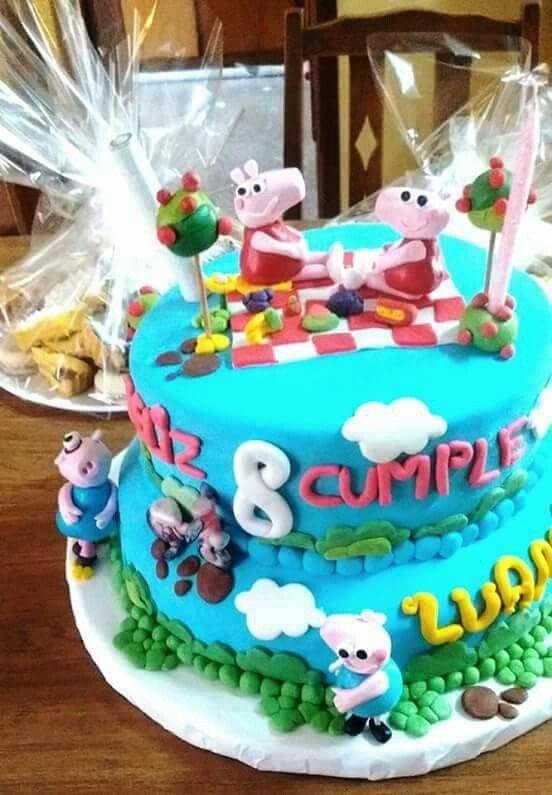 Torta de Peppa PIG y su familia.