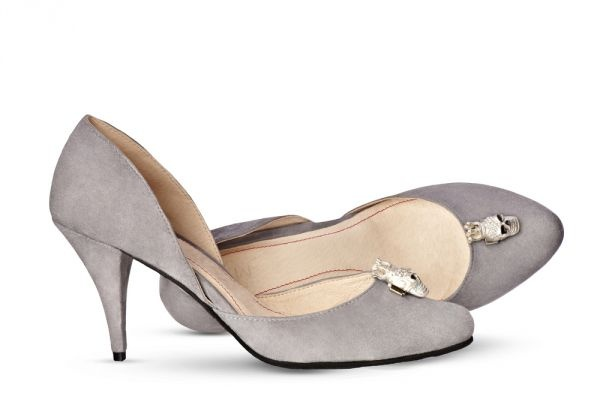 Comfortable grey pumps are perfect with jeans whereas the crowned skull will add a trifle of rebellious character. More on: http://mysfashion.com