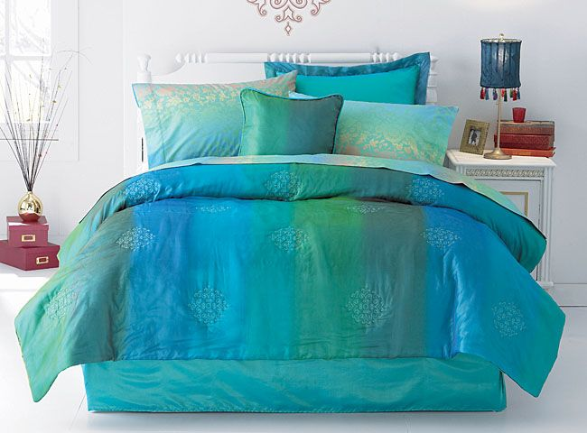 Brighten up any room with the intriguing color scheme of the Sun Ray Teal Comforter Set.