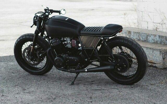 Honda CB750 1978 «Blacker Than Black».  Однажды к мастеру из Clockwork Motorcycles Сэмюэлю Гуертину обратился заказчик, который хотел получить Cafe racer максимально темного цвета. Так и родился проект под названием Blacker Than Black, что переводится как «чернее черного».  Переделке подверглась модель Honda CB750 1978 года в нерабочем состоянии.