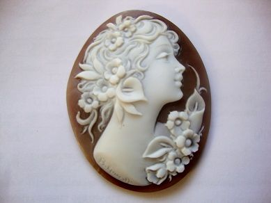 Lady's profile, a classic sample of cameo made on sardonix sea shell. Avaible on:  www.balzanocammei.com