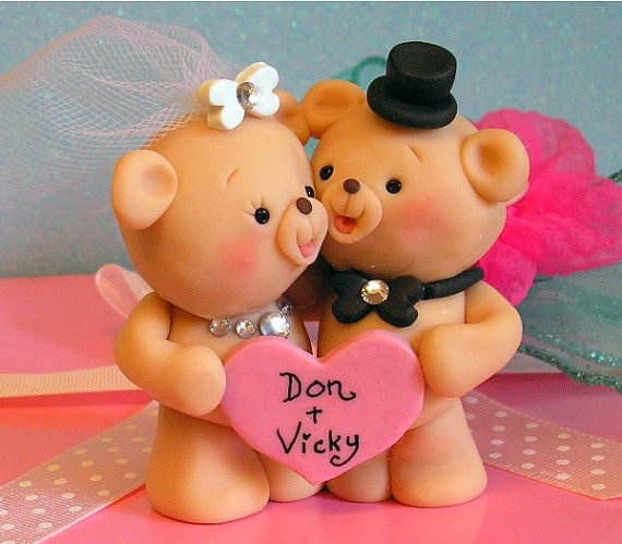 Custom teddy bear cake topper, how cute!