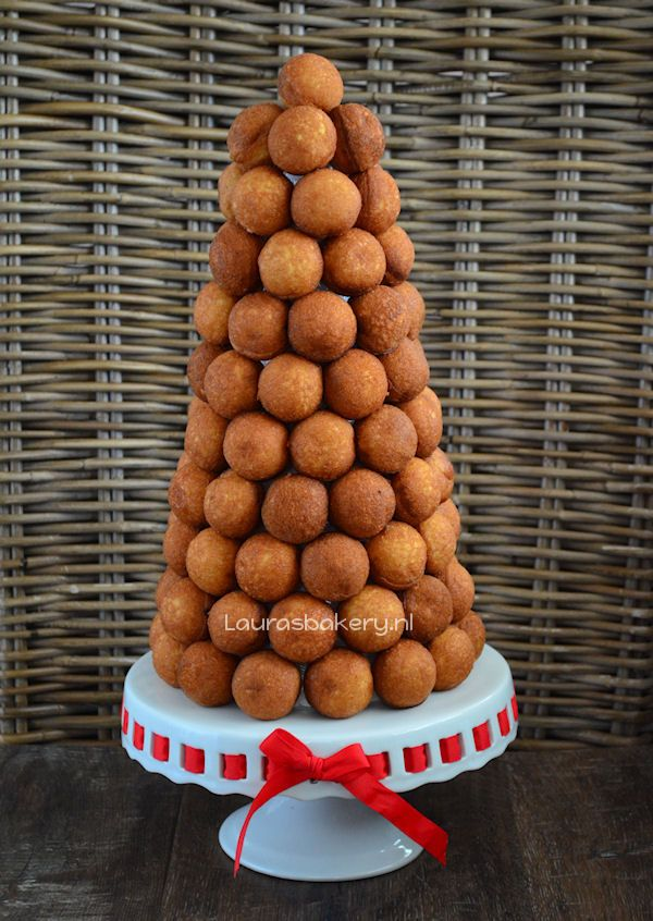 Prosecco cake pop tower, perfect for new year's eve and many other parties!