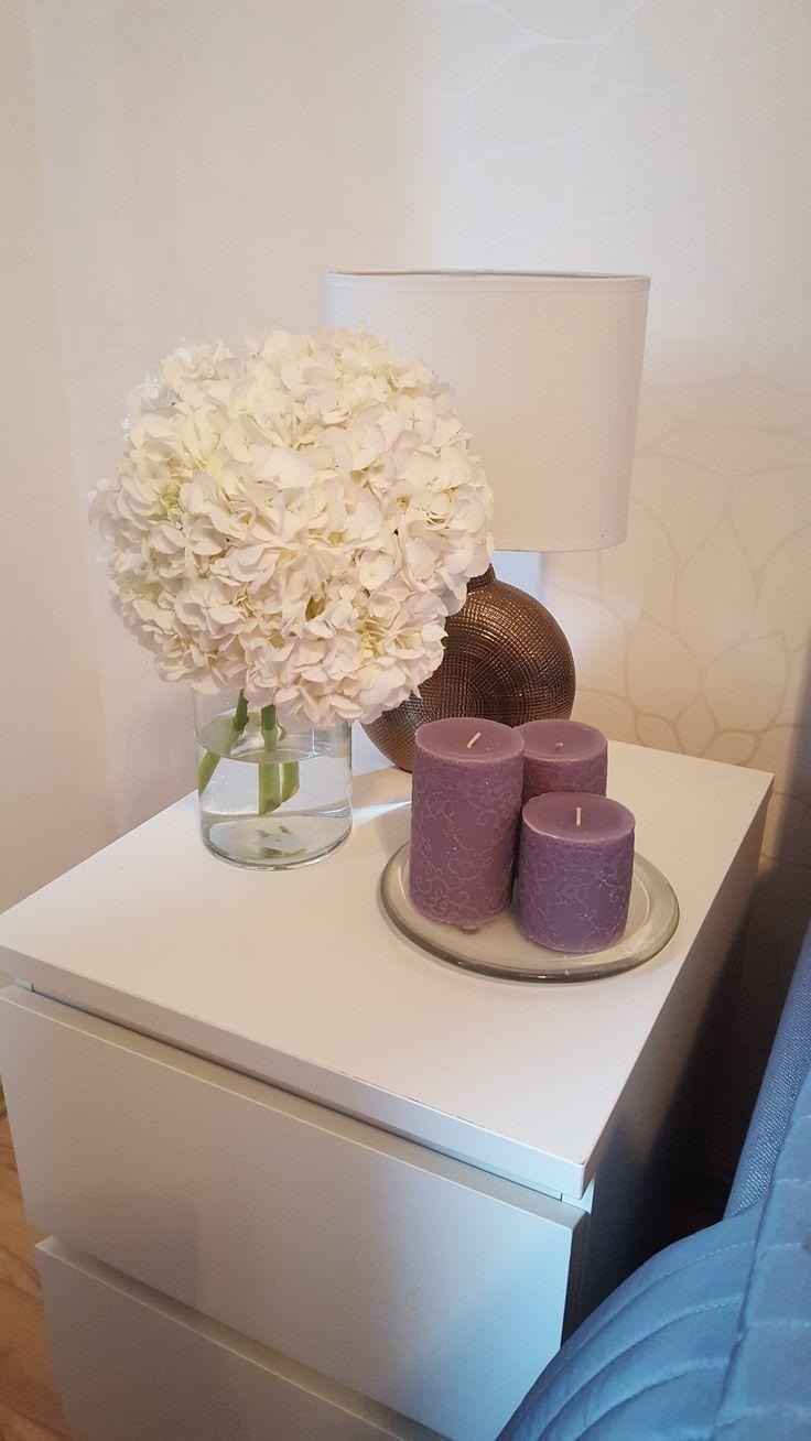 INTERIOR / WOHNEN: Ikea Malm Kommode, Kerzen / Candles, Hortensien Flowers / Blumen, Nachttisch Lampe