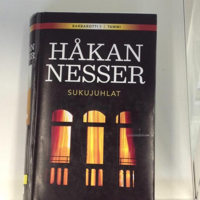 Sukujuhlat : romaani / Håkan Nesser ; suomentanut Saara Villa