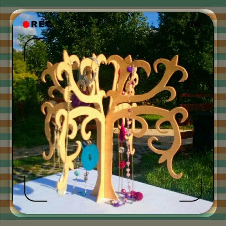 Wood tree for jewel