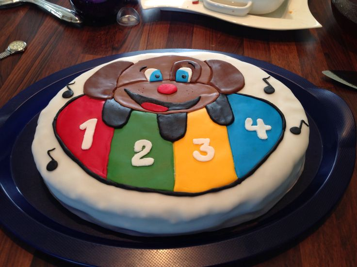 Chocolate cake for my 1year old :) he loves music :) @Rita Bakke
