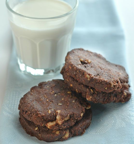 raw cacao walnut cookies 2 C Almond Flour, 1/2 C Ground Flax, 1/2 C Cacao Powder, 1/3 C Olive Oil; 1/3 C Water 1/3 C Agave; 1 T Vanilla 1 C Chopped Walnuts #raw
