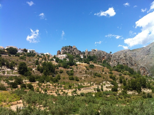 Castell de Guadalest.  www.wellrenting.com
