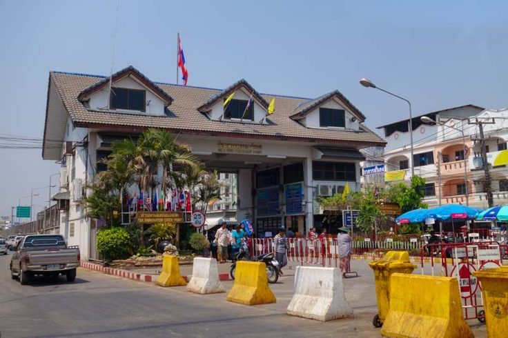 How to do the popular land border crossing between Thailand and Myanmar (Burma) at the towns of Mae Sot and Myawaddy. Easy, fast and cheap!
