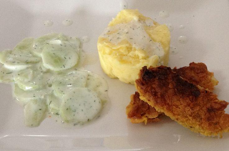 Attila Hildmann - Tofusticks mit Kartoffelbrei & Gurkensalat ....Hmm lecker!!!  Hier das Rezept : http://www.attilahildmann.com/tofusticks_paniert_rezept/tofu_panieren_rezept.htm