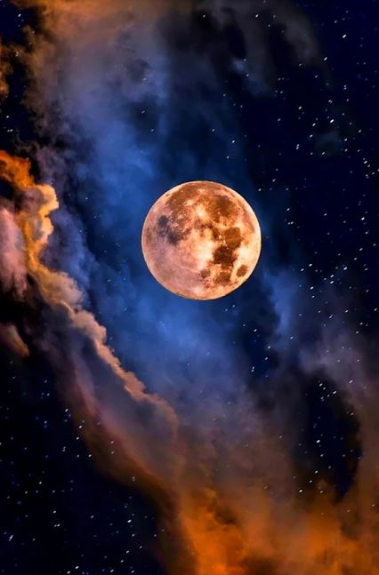 """Three Rivers Deep   elemental book series """"A two-souled girl begins a journey of self-discovery..."""" READ MORE @ http://threeriversdeep.wordpress.com/three-rivers-deep-book-one-overview/ #ThreeRivers pic: moon"""