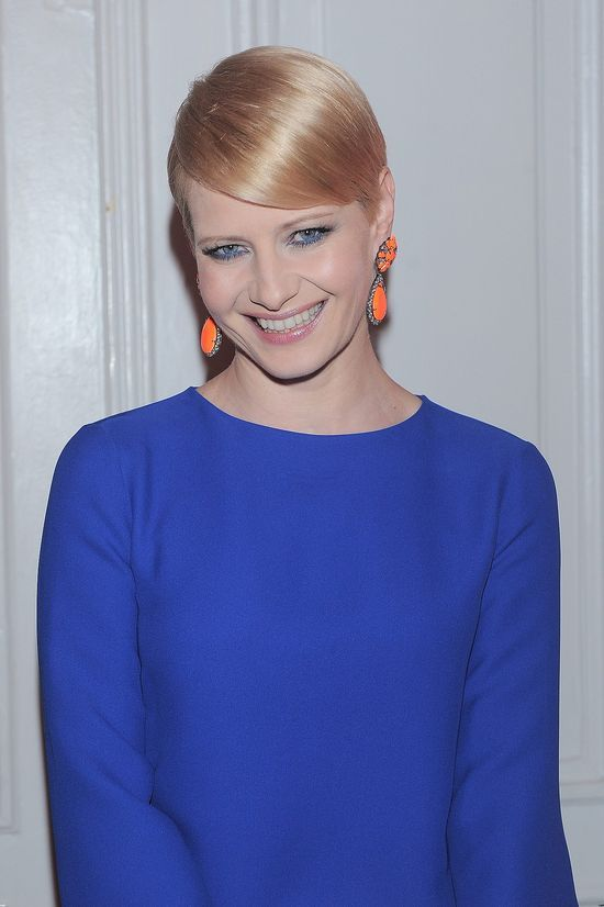 Krótka fryzura aktorki w 2013.