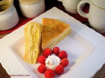 Flan de manzanas: 5 manzanas en rodajas con 4 cucharadas soperas de azúcar, 5 minutos en microondas, luego colocar en asadera acaramelada las manzanas en capas alternando con 5 huevos batidos con 250 ml de leche. Cocinar 5 minutos en máximo y luego aprox 10 minutos en media.