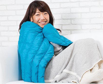 服に欠かせないダウンといえば安い!暖かい!軽い!が常識。 それをそのまんま掛け布団&ブランケットにしちゃったのがしまむらのFiberDown(ファイバーダウン)めっちゃ優秀で便利なアイテムなんですよ!しまむらのファイバーダウンは軽い!暖かい!水洗いOK!ダニやホコリを通しにくい!エアコン代などの電気代も節約できるくらい優秀な暖かさなんです!しかもこの中のわたは