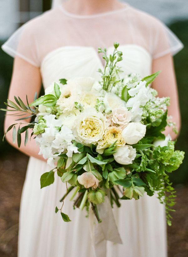 white-organic-wedding-bouquet-ginny-au