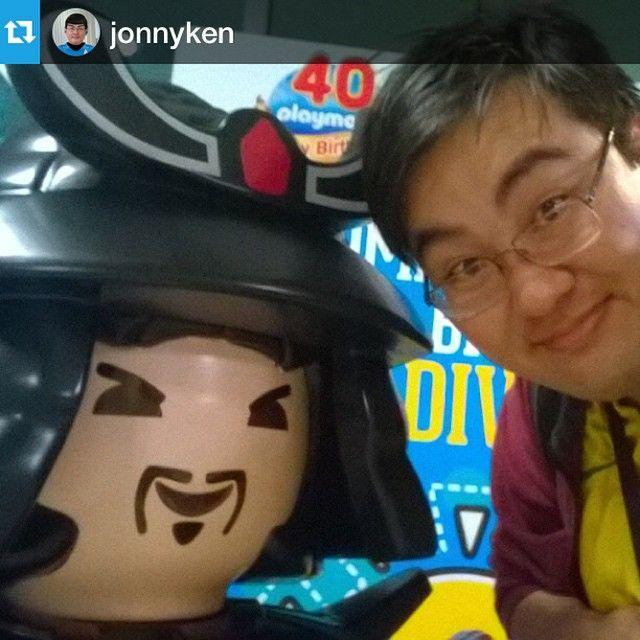 #Repost E não é que o @jonnyken achou seu parente na versão playmo? *-* #playmobil #aeroparade #aeroporto #congonhas #playmobilfans #playmobilword #sunnybrinquedos #fun #toys #nostalgic