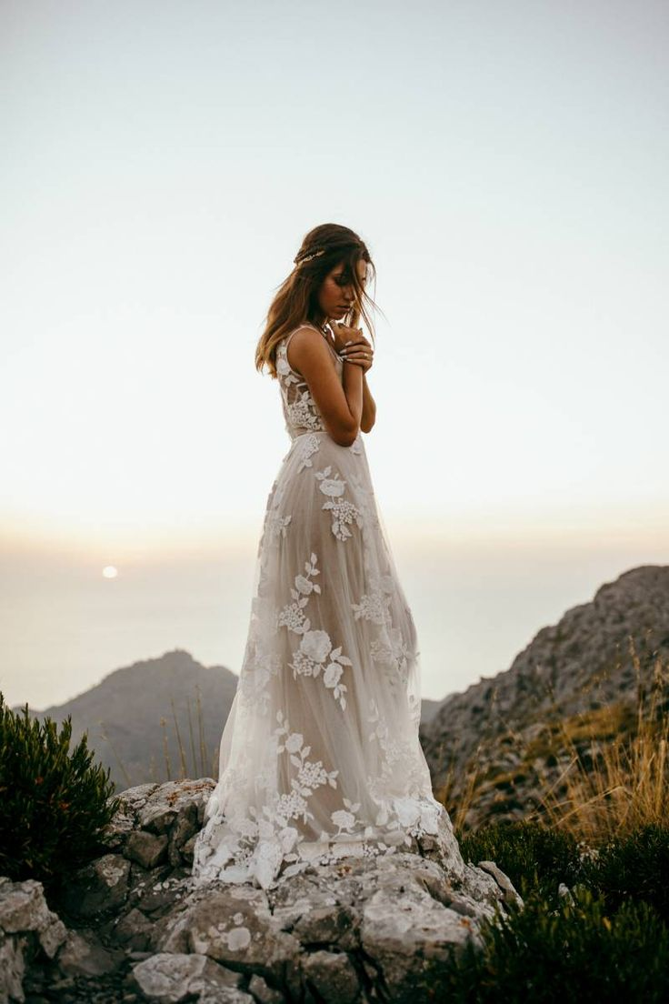 Relaxed bohemian couple shoot in Mallorca via Magnolia Rouge