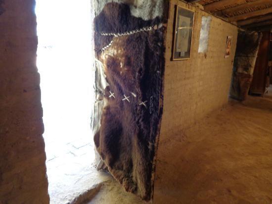 Puerta de una de las barracas