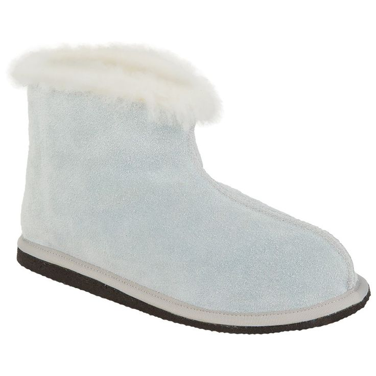The Cape Union Yeti Sheepskin Slipper has a sheepskin outer and inner designed for durability and guaranteed warmth . It also sports an EVA rubber outsole.