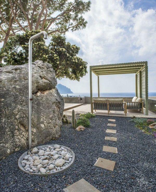 1000 id es propos de douches en plein air sur pinterest plein air salle - Construire douche exterieure ...