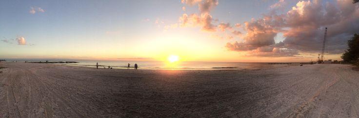 Bradenton Beach Florida painting us a picture. [1980x1080p] [OC]