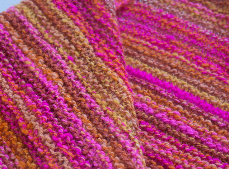 Stickad sjal av egenspunnet garn av Elin på Med nål och tråd