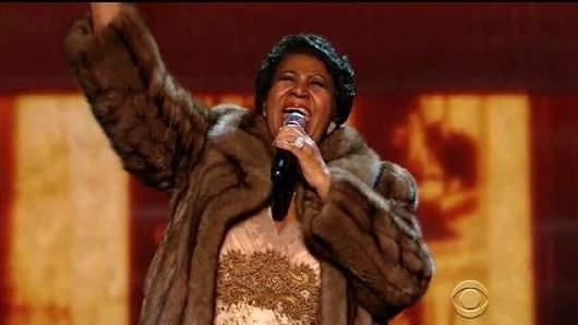 Americká soulová a R&B speváčka Aretha Franklinová sa rozhodla ukončiť tento rok svoju umeleckú kariéru. Sedemdesiatštyriročná speváčka chce tráviť viac času so svojimi vnúčatami, hodlá však pripraviť ešte jeden album, na ktorom bude niekoľko skladieb produkovať Stevie Wonder.