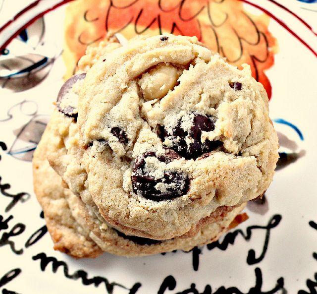 White and Dark Chocolate Coconut Macadamia Cookies: Food Recipes, Chocolates Macadamia, Coconut Cookies, Chocolates Coconut, Dark Chocolates, Macadamia Cookies, Coconut Macadamia, Choco Coconut, Macadamia Nut Cookies
