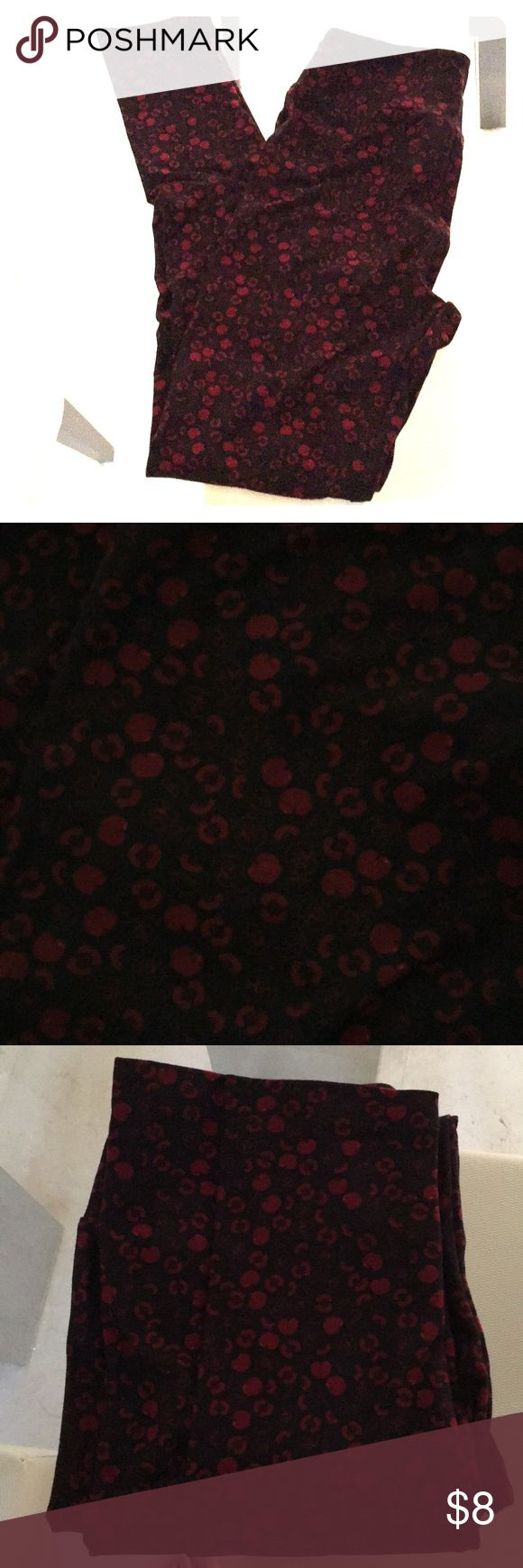 Lulu-Roe Black and red leggings Lula Roe Black and Red leggings  Never worn  Daughter doesn't like Black and Red It's for a size 2 or 4 LuLaRoe Pants Leggings