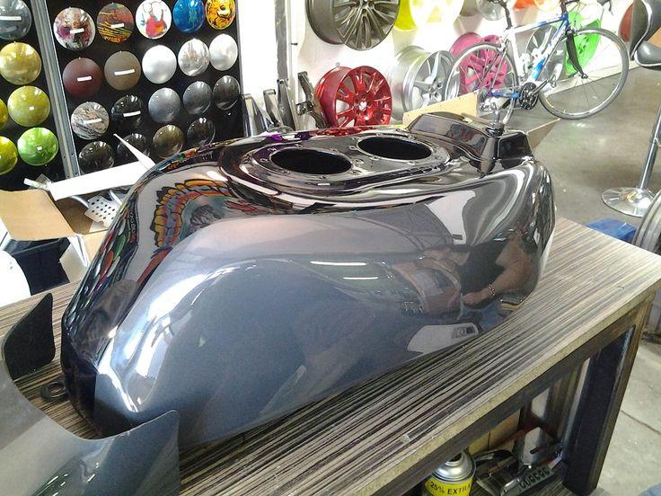 les 51 meilleures images du tableau peinture moto sur pinterest peinture moto acier et bonbon. Black Bedroom Furniture Sets. Home Design Ideas