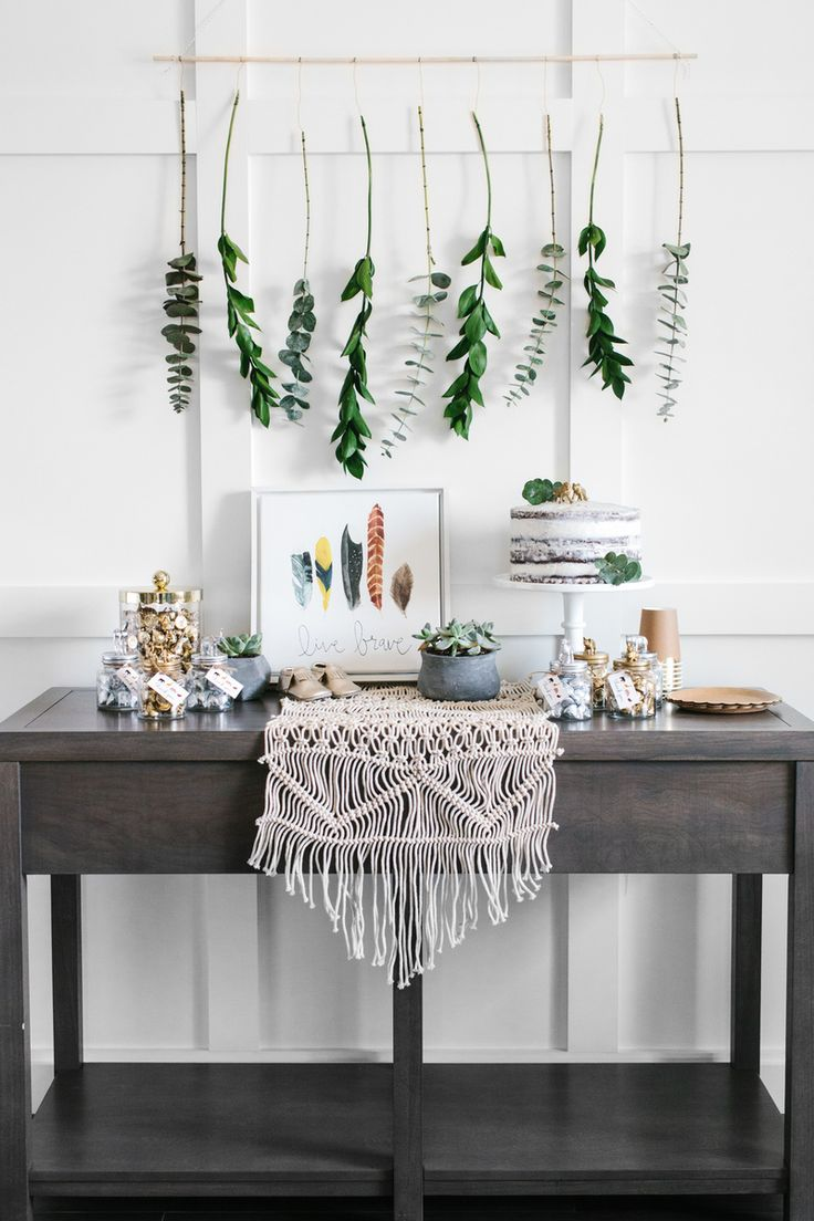 I love everything that makes up this Boho Baby Shower! The hanging greenery, the succulents, the Yellow Bungalow Show art print, the DIY Animal Jar favors, all of it! See all the details on The TomKat Studio!