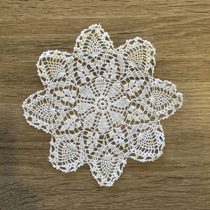 "Strawberry Doilies Round White 6"" Inch Set of 12"