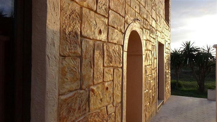 Decorative concrete wall