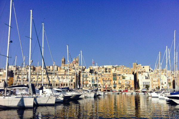 Rilassata e spensierata, Malta affascina con la sua cultura millenaria. Tra megaliti, edifici medievali, moschee arabe e cattedrali rinascimentali, questo arcipelago è un vero e proprio museo a cielo aperto.  http://www.jonas.it/vacanze_Malta_781.html