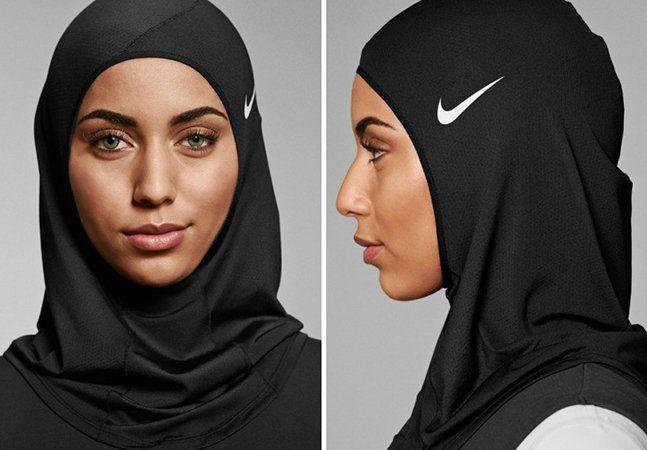 """Após divulgar uma campanha toda feita com mulheres muçulmanas, a Nike acaba de divulgar o Pro Hijab, uma linha de hijabs para atletas profissionais ou amadoras, criado especialmente para a prática de esportes. Desenvolvido com a ajuda de atletas muçulmanas, os hijabs serão feitos de materiais leves e próprios para o esporte, eles terão apenas uma camada de tecido, que ajudará na transpiração da pele, além de manter o tecido seco e frio. """"O Nike Pro Hijab pode ter levado mais de um ano em…"""